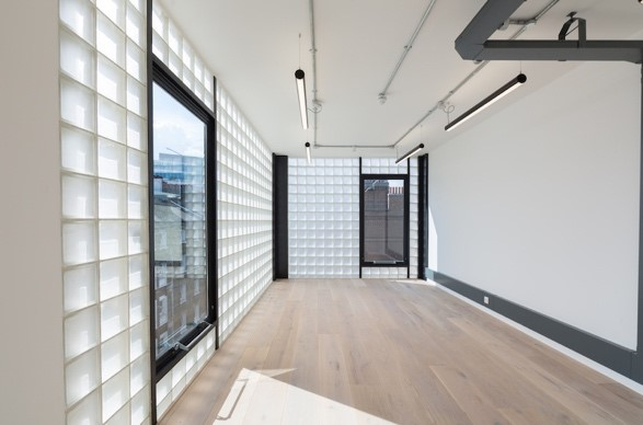 "alt=""bright working space with square opaque tiles, white walls and ceiling near London Bridge"""